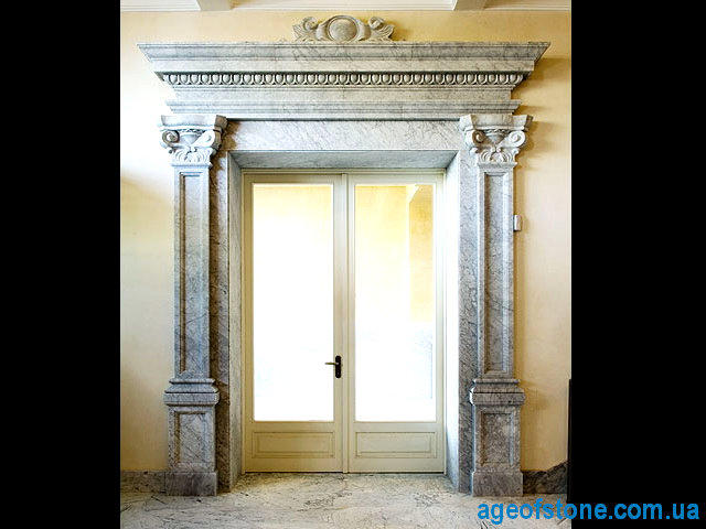 Дверной портал из итальянского мрамора